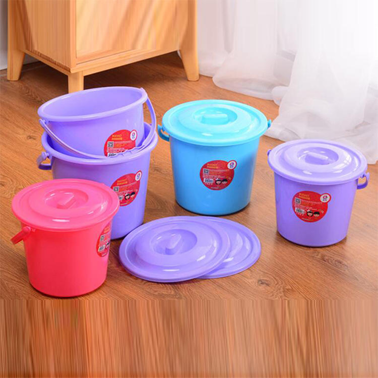 Four Sizes Plastic Thickened Bucket with a Lid