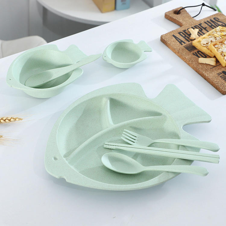 A SEVEN-PIECE DINNER FISH PLATE SET TABLEWARE